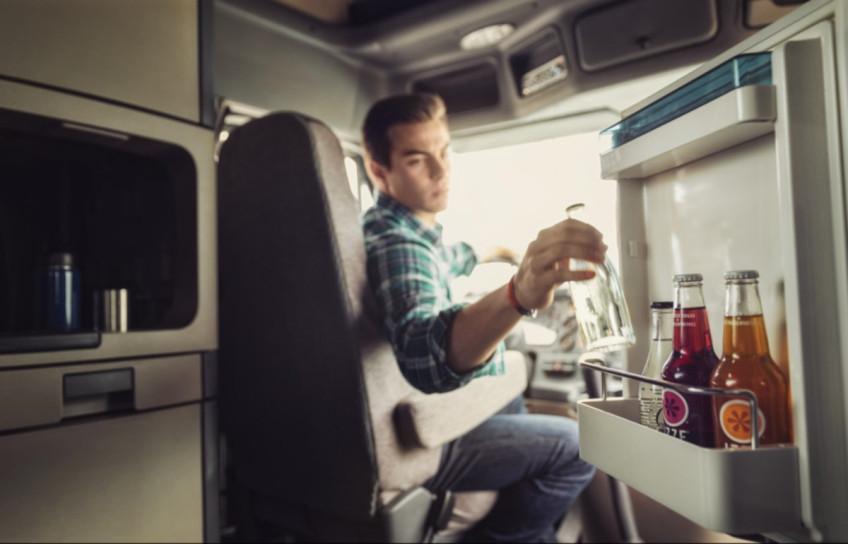Çeşitli Dometic Coolmatic buzdolabı modelleri için flush mount montaj çerçevesi: CR, CRD, CRP ve CRX.