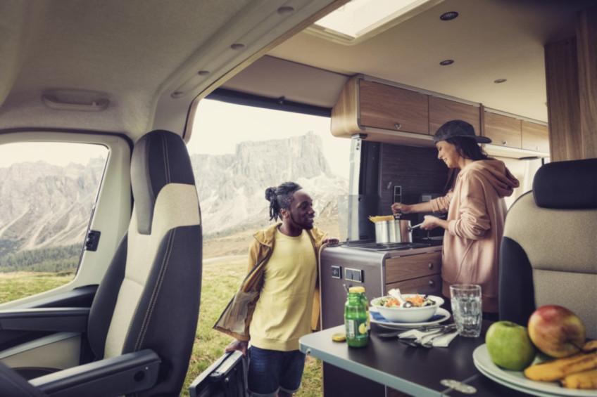Kompakt HBG ocaklarımız, mobil mutfağınızda neredeyse evdeki gibi yemek pişirmenizi sağlar. Tezgâhla aynı hizada olacak şekilde donatılmışlardır ve topuzlar uyg...